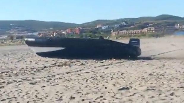 La policía detiene a cuatro traficantes en una espectacular persecución que se inició en el mar