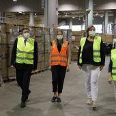 El president Ximo Puig ha visitado el centro logístico de Feria Valencia junto a la consellera de Sanidad Ana Barceló.