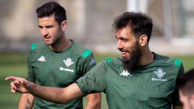 """Borja Iglesias: """"Jugaré el derbi ante el Sevilla con las uñas pintadas de negro en apoyo a Floyd"""""""