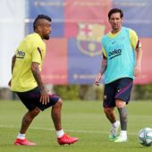 Leo Messi y Arturo Vidal en un entrenamiento