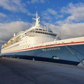 Creuer 'Black Watch', amb 500 passatgers, atracat al Port de Tarragona