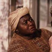 Hattie McDaniel y Vivien Leigh, en una escena de 'Lo que el viento se llevó'