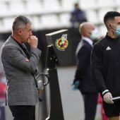 Lucas Alcaraz, en la banda técnica durante el partido del Albacete.