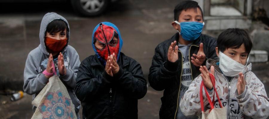 Un grupo de niños en Buenos Aires, Argentina