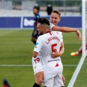 De Jong se abraza con Ocampos.