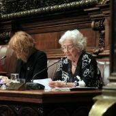 La síndica de greuges de Barcelona, Maria Assumpció Vilà, al costat de l'alcaldessa, Ada Colau, i la tinenta d'alcaldia Laia Bonet