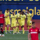 Los futbolistas del Villarreal celebran un gol.