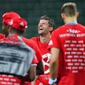 Los jugadores del Bayern celebran su octavo título seguido.