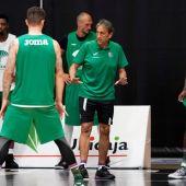 Unicaja de Málaga entrenando en Valencia