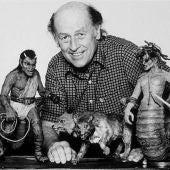 Ray Harryhausen con sus creaciones