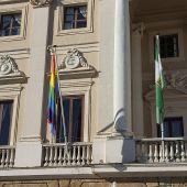 Izada de la bandera LGTBI en Cádiz