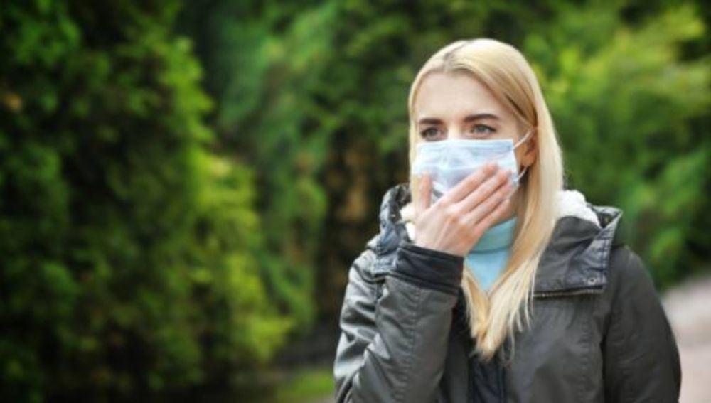 Dermatitis y acné, enfermedades de la piel agravadas por el uso de mascarillas
