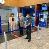 Bienvenido Rico junto a la delegada del Gobierno