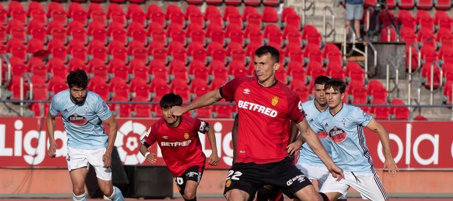 Vudimir lanza el penalti ante el Celta de Vigo
