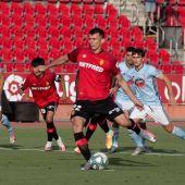 Budimir lanza el penalti ante el Celta de Vigo