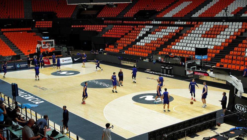Los jugadores del Barcelona Basquet preparan la final en la Fonteta