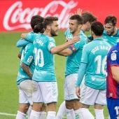 Jugadores de Osasuna celebran un gol