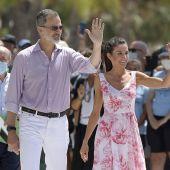 Los Reyes Don Felipe y Doña Letizia en un viaje a Benidorm