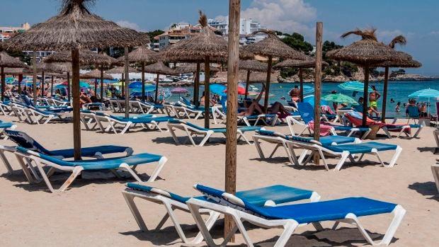 El dilema: ¿Debemos invitar a aquellos amigos y familiares gorrones a la casa de la playa?
