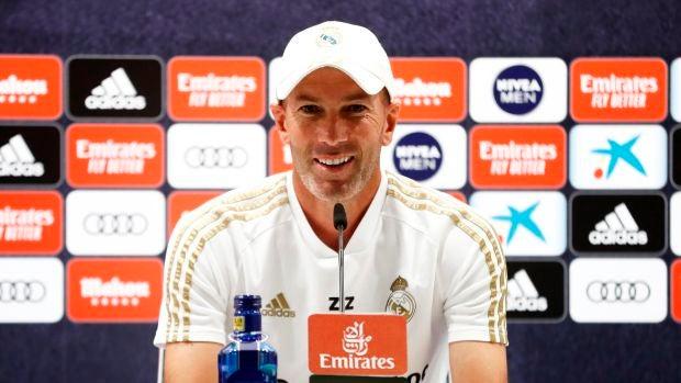 El 'encaje de bolillos' de Zidane para componer una defensa ante el Alavés