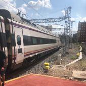 Un tren de alta velocidad a su llegada a Valladolid