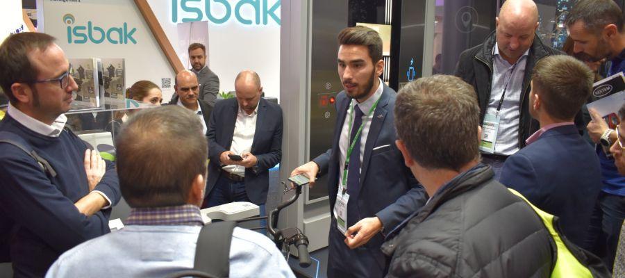Visita técnica de la edición pasada del curso, en el stand de Vectalia en el evento SCEWC19 (Barcelona).