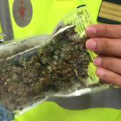 Detenida por conducir sin carné, drogada y con marihuana en el vehículo