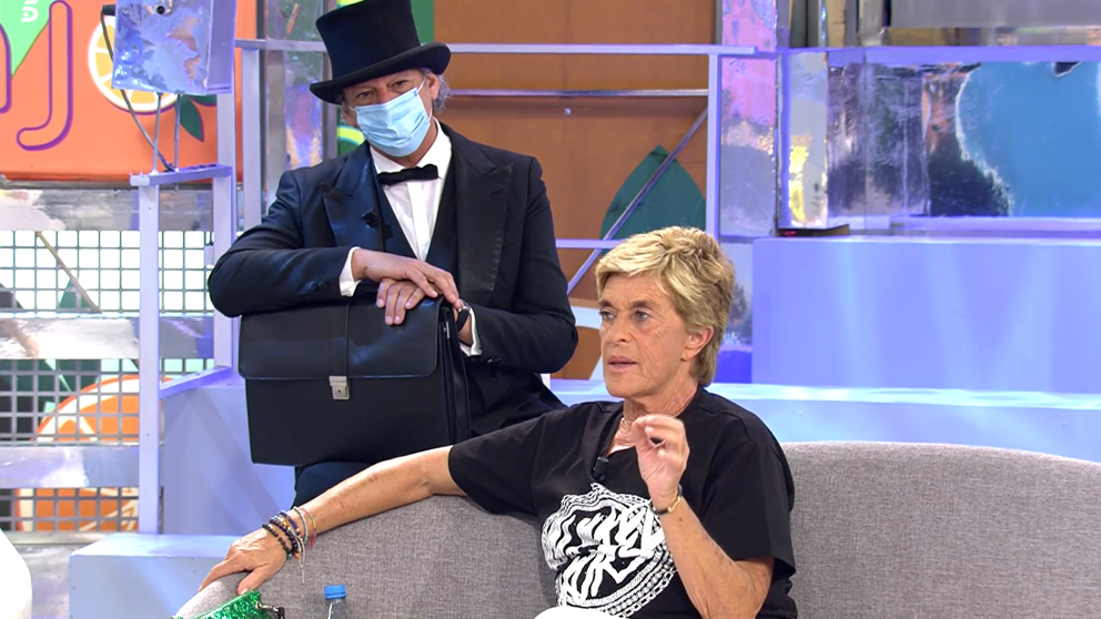 """La tele con Monegal: El """"teatrillo"""" de Sálvame con Chelo García Cortés acusada de morosa"""