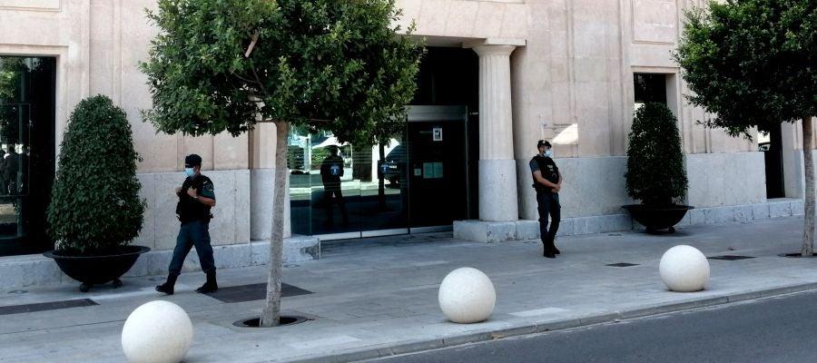 Registro de la guardia civil en la sede de la Autoridad Portuaria de Baleares en Palma