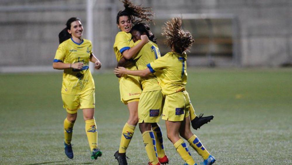 Las jugadoras de La Solana celebran el gol de Gabi