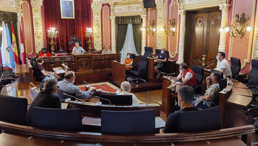Unión de Hosteleros Ourensanos (UHO), Cociña Ourense, Véxote nos Viños e Asociación de Bares Especiais (ABE)- e o alcalde de Ourense, Gonzalo Pérez Jácome