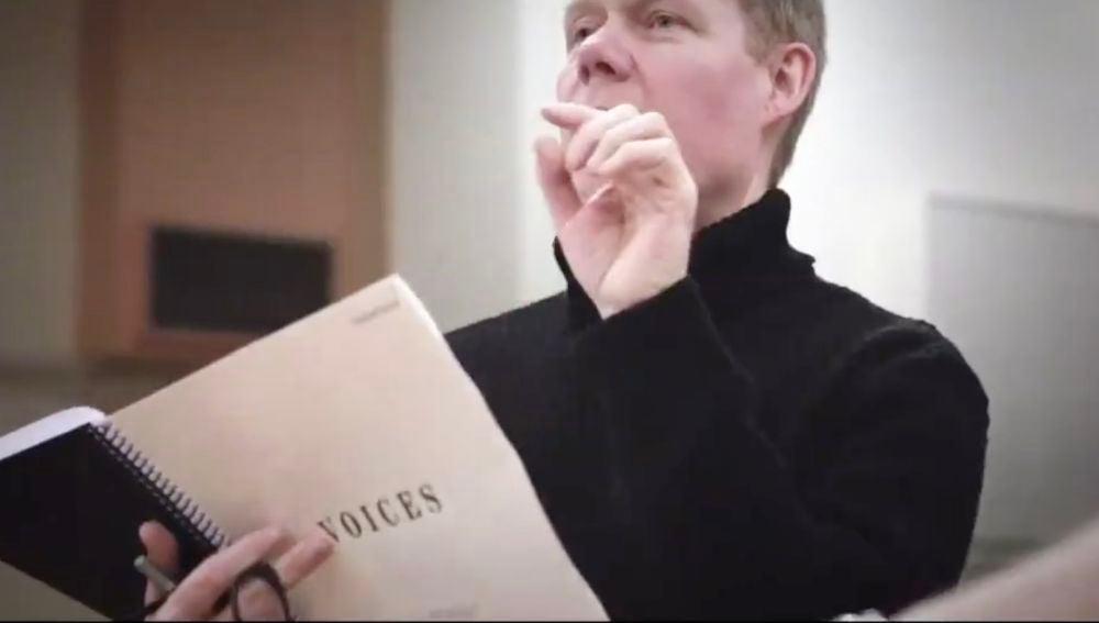 El compositor Max Richter ensayando
