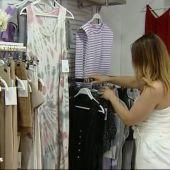 trabajadora de una tienda de ropa
