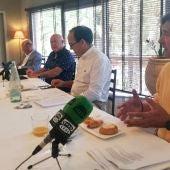 De derecha a izquierda, los directivos de CEDELCO Antonio Gonzálvez, César Nohales, Joaquín Pérez y Jesús Vicente; el presidente Joaquín Pérez ha sido el encargado de tomar en primer lugar la palabra para hacer balance de lo que va de año en su asociación.