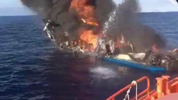 Un pesquero de 15 metros se quema frente a la costa de El Campello, en Alicante