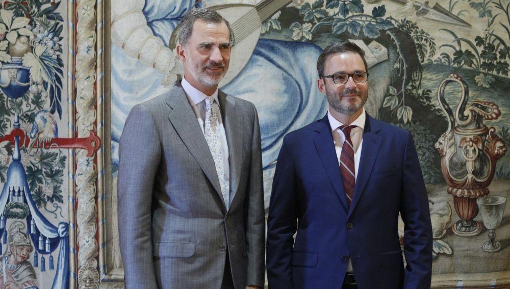 El Rey Felipe VI y el alcalde de Palma, José Hila, en la recepción a las autoridades del año 2019