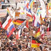 """Berlín asiste a otra desafiante marcha del negacionismo """"antimascarilla"""""""