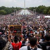 Miles de personas protestan en Washington contra el racismo