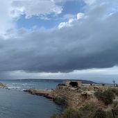 Vista de cielo nuboso desde Isla de Tabarca.