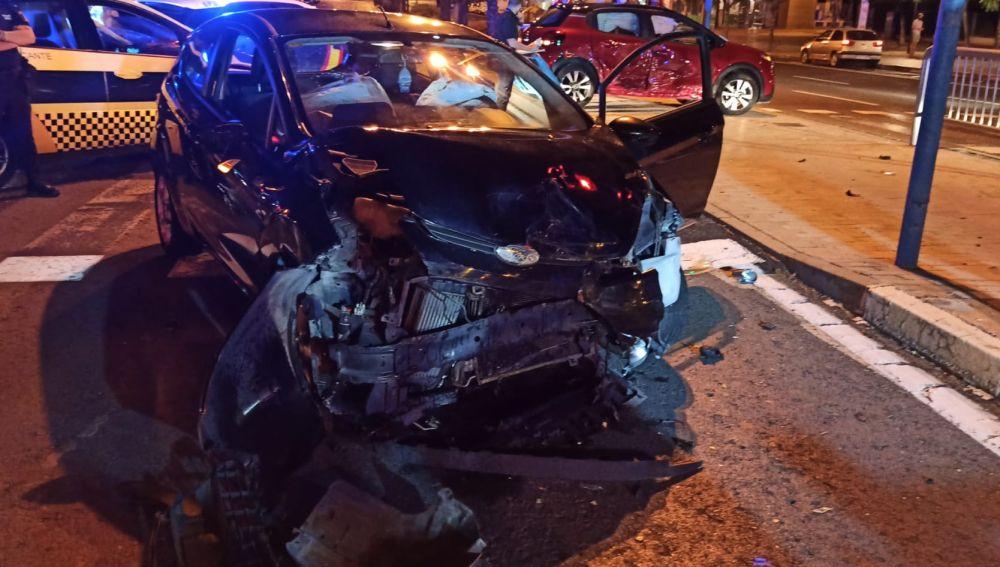 Vehículo siniestrado en la calle México