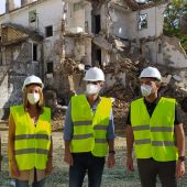 Instantes durante el derribo de las instalaciones