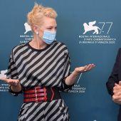 Cate Blanchett y Matt Dillon, miembros del jurado de Venecia 2020, posan en el photocall