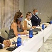 La presidenta del Govern, Francina Armengol; la ministra de Trabajo, Yolanda Díaz, y el presidente de Exceltur, Gabriel Escarrer.