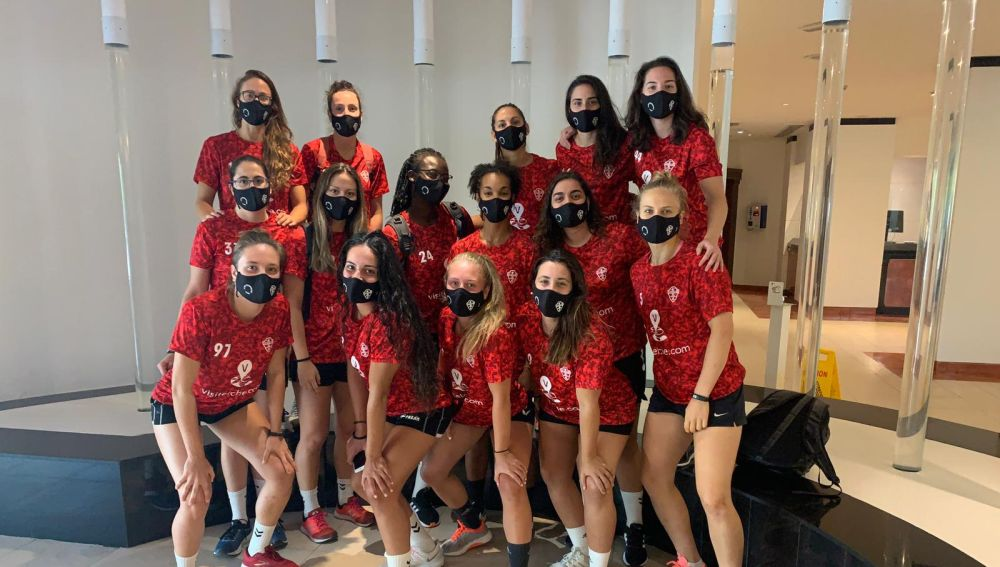 Las 15 jugadoras del Club Balonmano Elche que estuvieron en la localidad malagueña de Alhaurín de la Torre para disputar la fase final de la Copa de la Reina 2019/20.