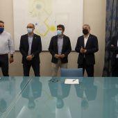 Acto de la firma del acuerdo entre la Diputación de Alicante, la UMH y la UA.