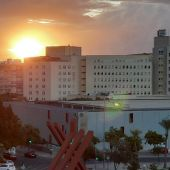 El Hospital General de Alicante al amanecer