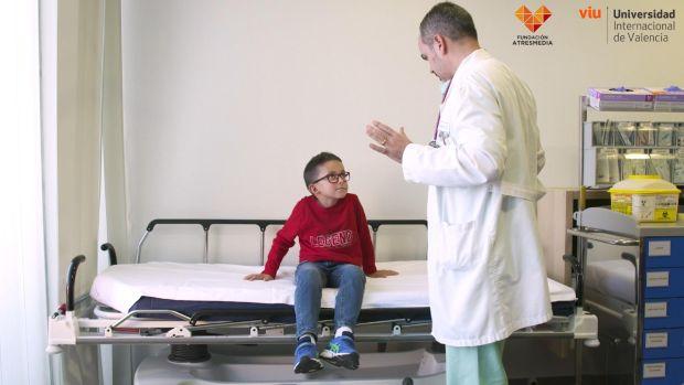 """Dr. Iván Carabaño: """"Saber comunicar con cada paciente pediátrico, con cada familia. Esa es nuestra meta"""""""