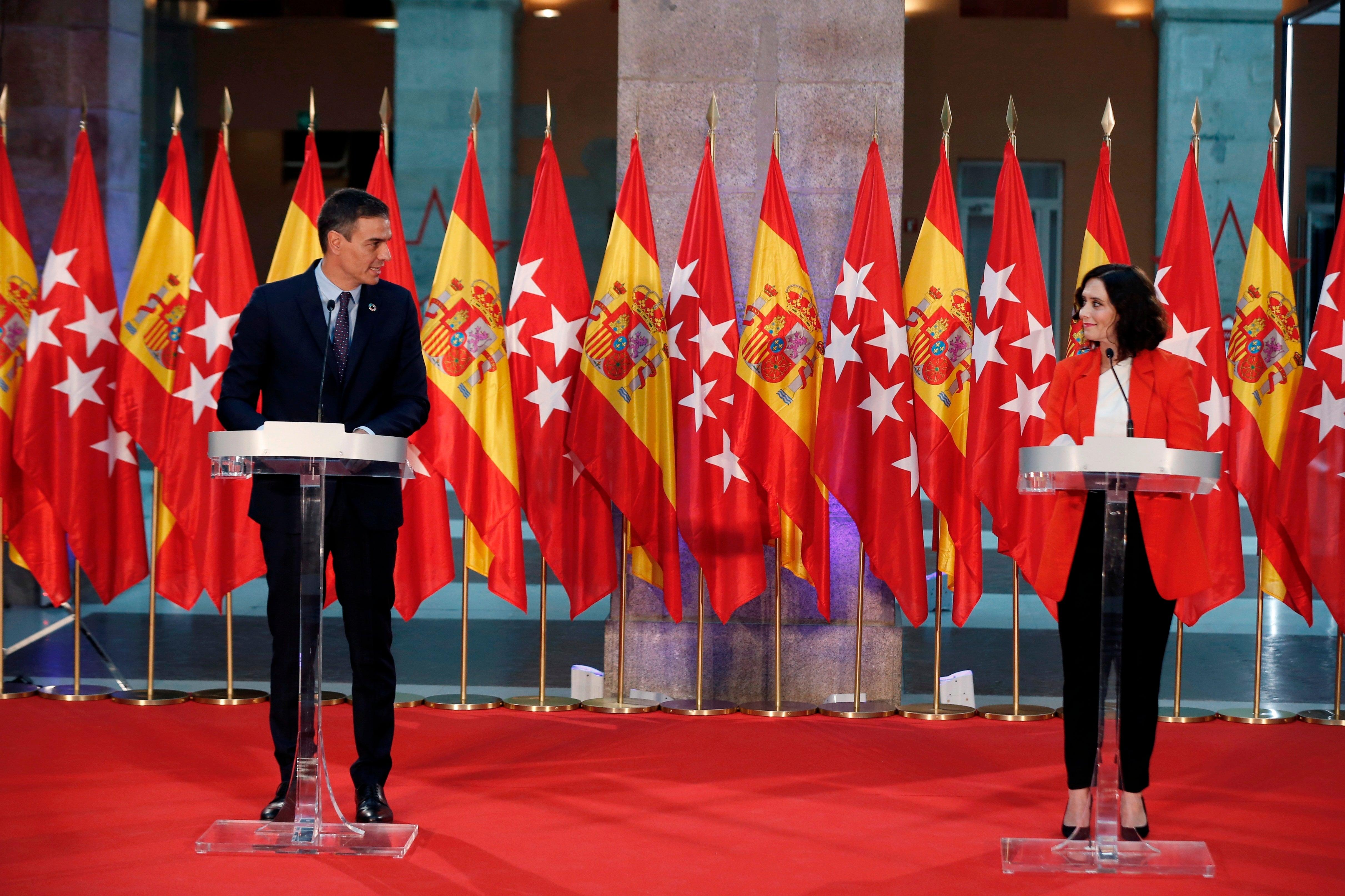 La España que madruga: Los periódicos amanecen con las portadas llena de banderas, a causa de la reunión entre Sánchez y Ayuso