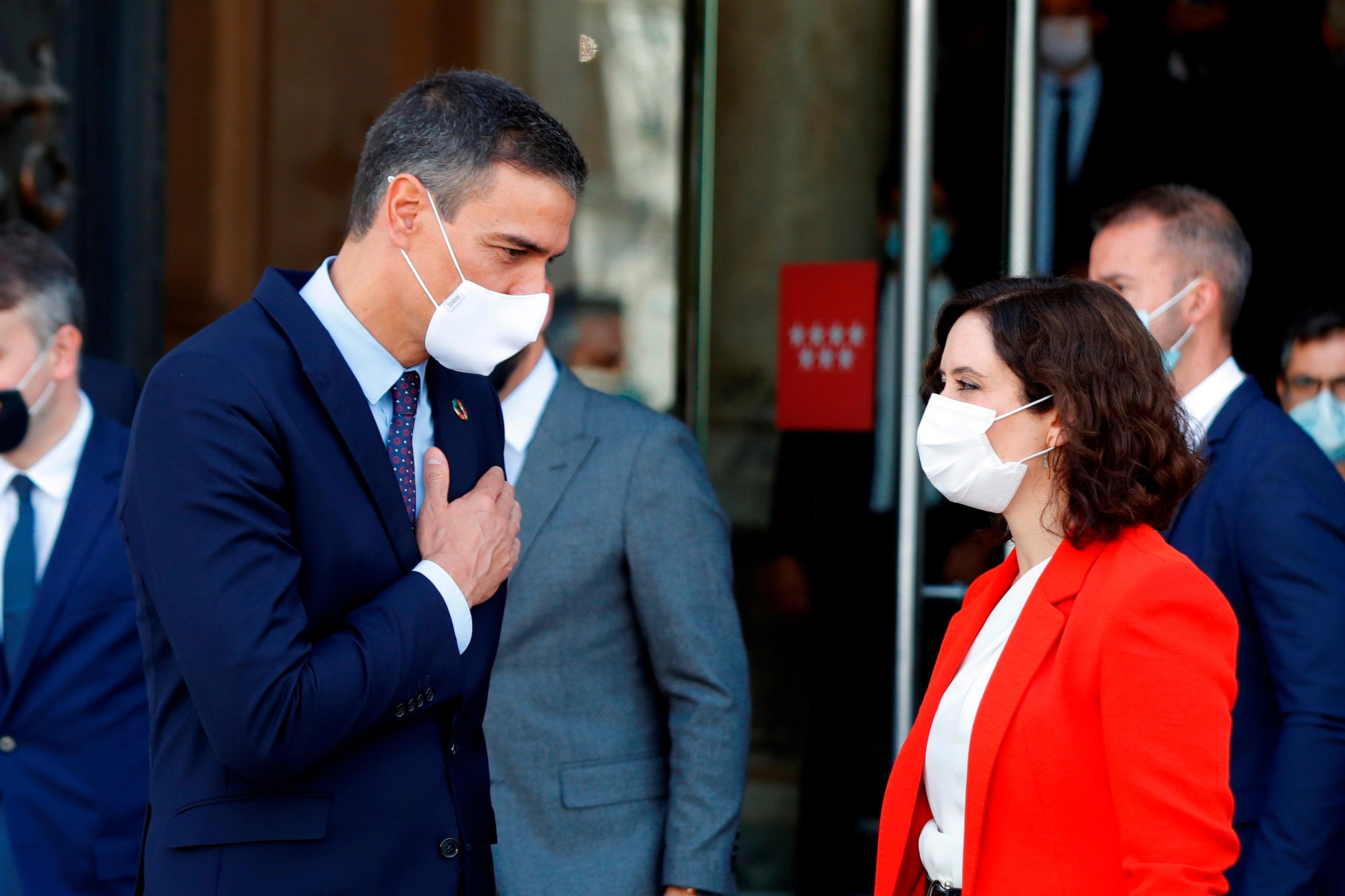 """Las preguntas de Amón: """"¿No es conmovedor que Sánchez y Ayuso se pongan a cooperar seis meses después de declararse la pandemia?"""""""