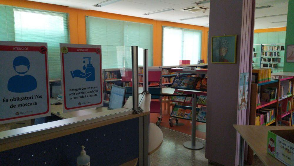 Les mesures antiCovid en la biblioteca infantil de Solades.